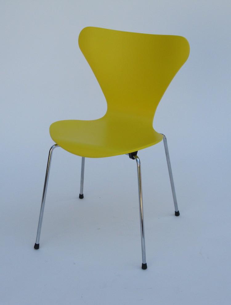 "SEDIA SOVRAPPONIBILE MOD. ""SEVEN"" (Arne Jacobsen 1955 ..."